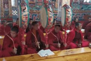 Offering-Gangteng-Monastery